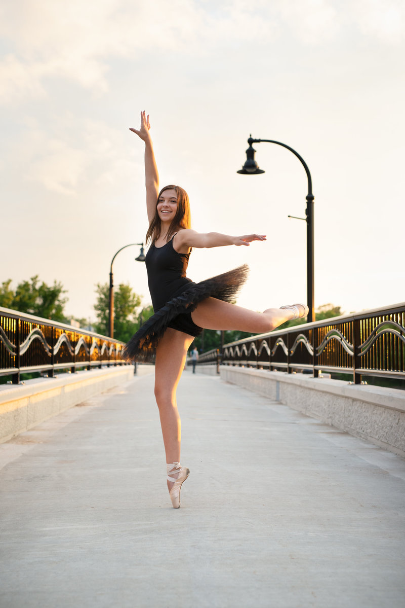 Eau-Claire-Wisconsin-Eliza-Porter-Photography-Highschool-Seniors-Girl-ballerina-spring-DSC_7349-Edit