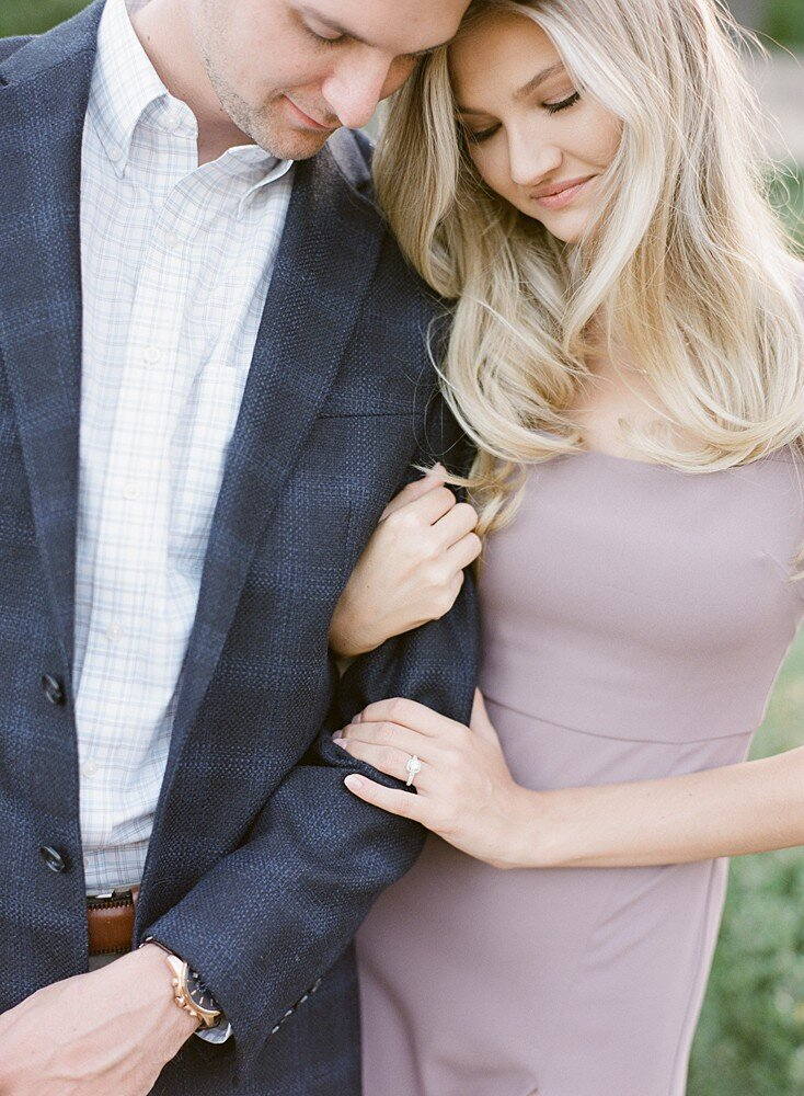 tulsa-wedding-photographer-engagement-session-at-the-philbrook-museum-laura-eddy-photography_0029