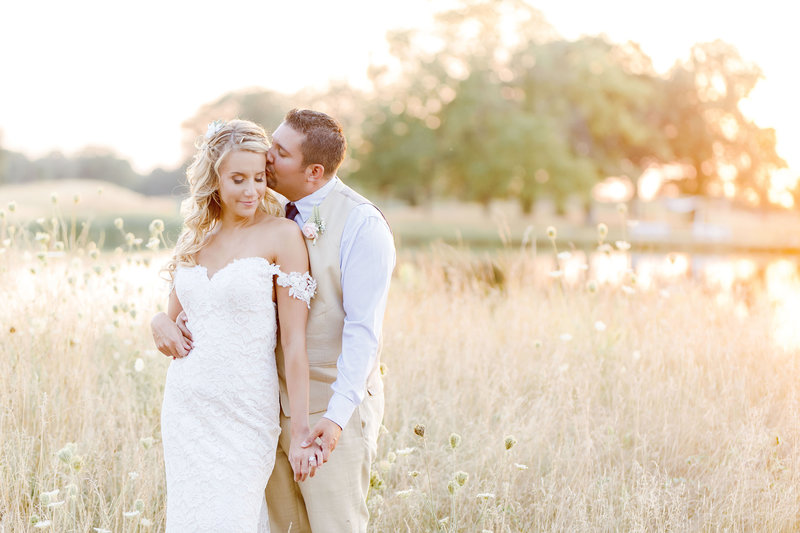 Wedding Photographer In Noblesville Indiana At Purgatory Golf Club_000