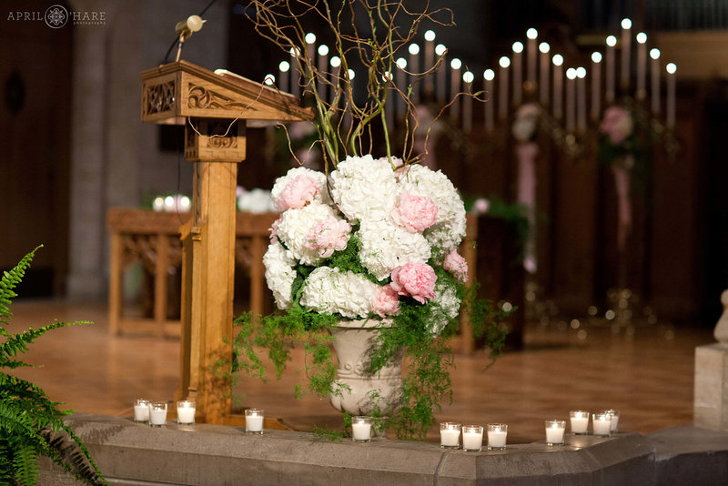 Pretty-Wedding-Decor-at-Shove-Memorial-Chapel-Colorado-Springs