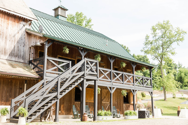 The barn at Rivercrest Farm photographed by akron ohio wedding photographer