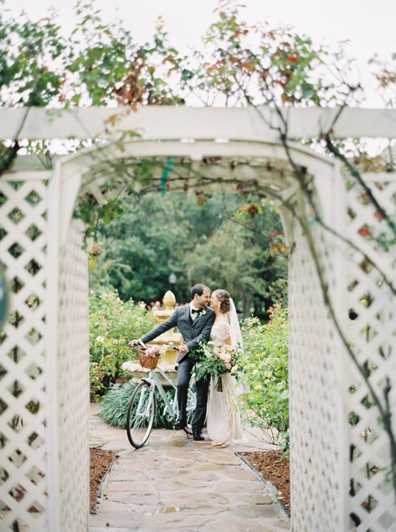 cypress grove estate house _ cypress grove estate house wedding _ orlando wedding photographer _ Tiffany danielle photography _ garden wedding _ antique wedding _ jane austen inspired wedding _ jane austen (13)