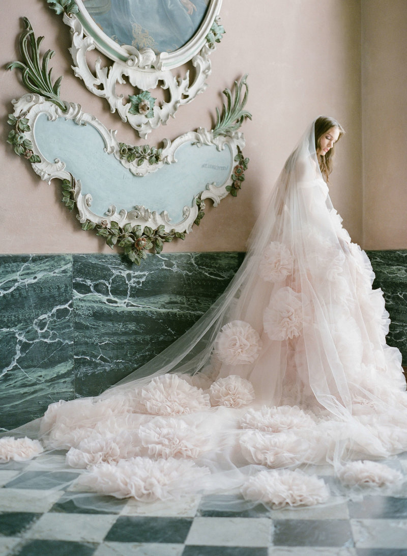 17-ktmerry-MoniqueLhuillier-Fall2020-Bridal-Look12