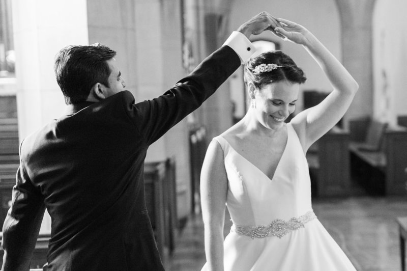 First dance in black and white wedding