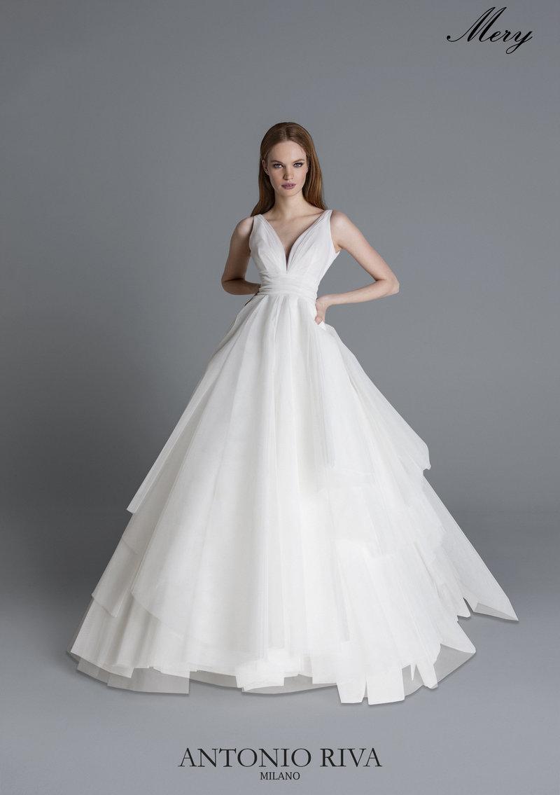 di prim'ordine classico sporco a buon mercato Post | Antonio Riva wedding dress designer