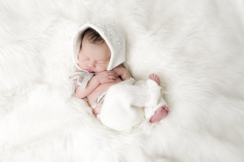 Lifestyle Newborn Photographer In Carmel Indiana_000