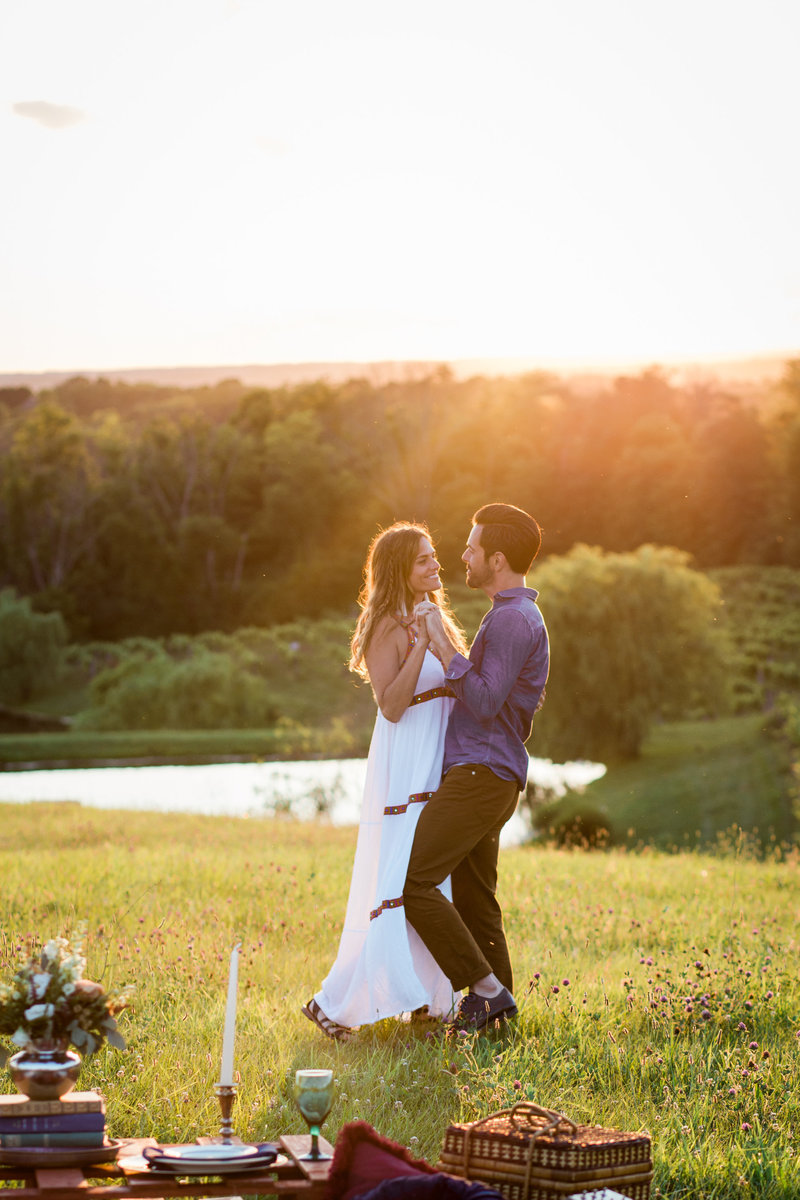 Vinoklet Winery Cincinnati Sunset Engagement