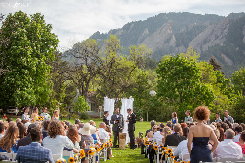 Boulder-Colorado-Outdoor-Wedding-Ceremony-on-the-Lawn-with-Flatiron-Mountain-Backdrop