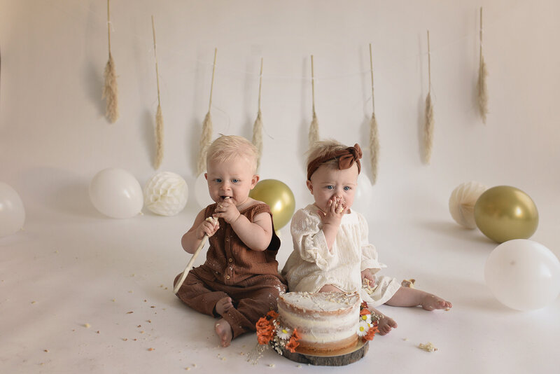 cake smash fotoshoot cake smash 1 jaar birthday 1 tweeling twins fotografie smaskcake
