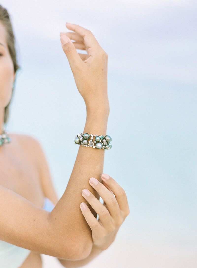 Featuring the bracelet (tahitian pearl) on the bride