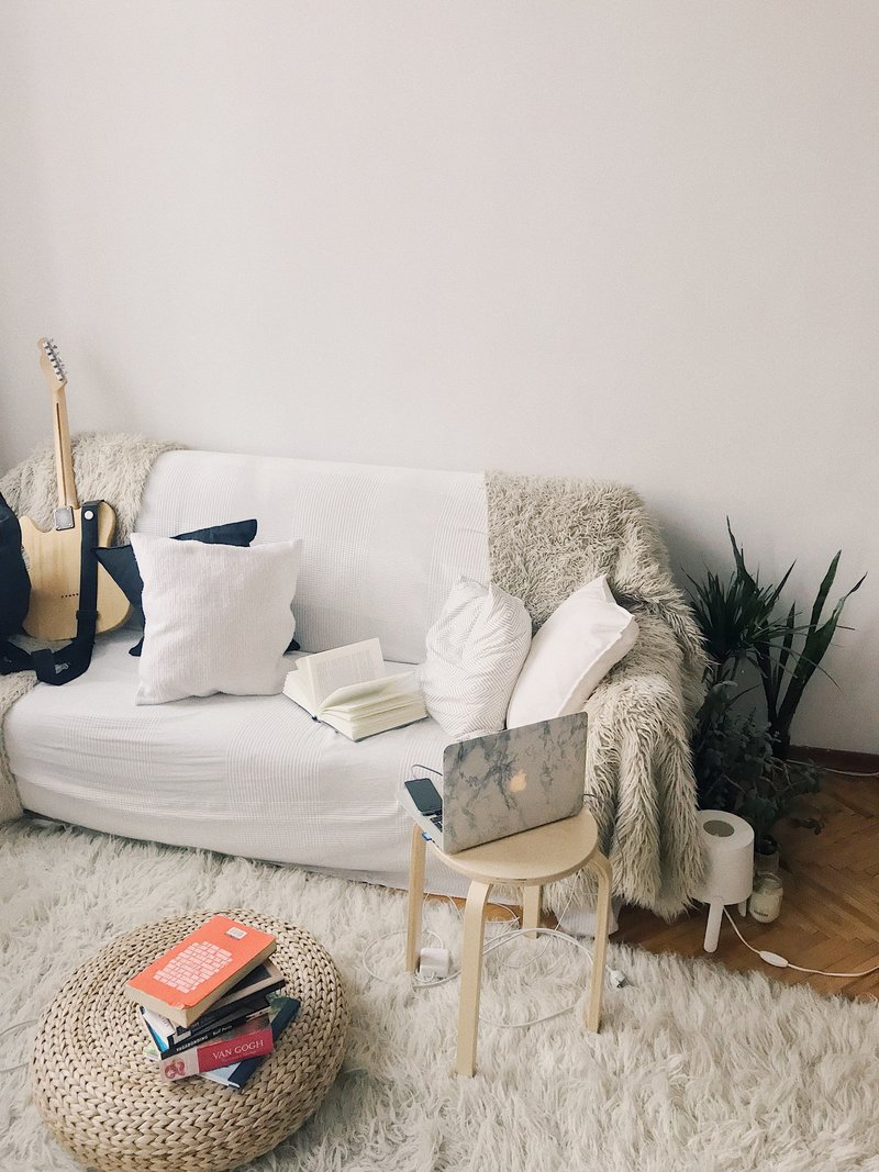 apartment-books-chair-698170