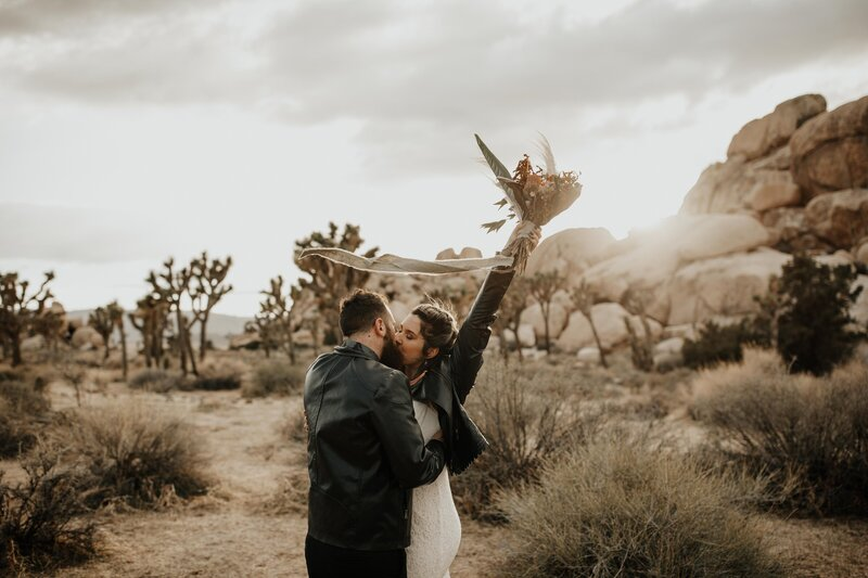 couple kissing in the desert
