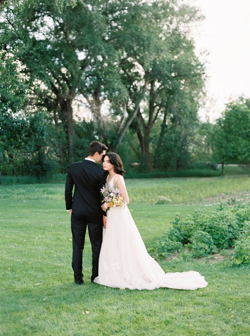Lush and Romantic Wedding at a Flower Farm_0014