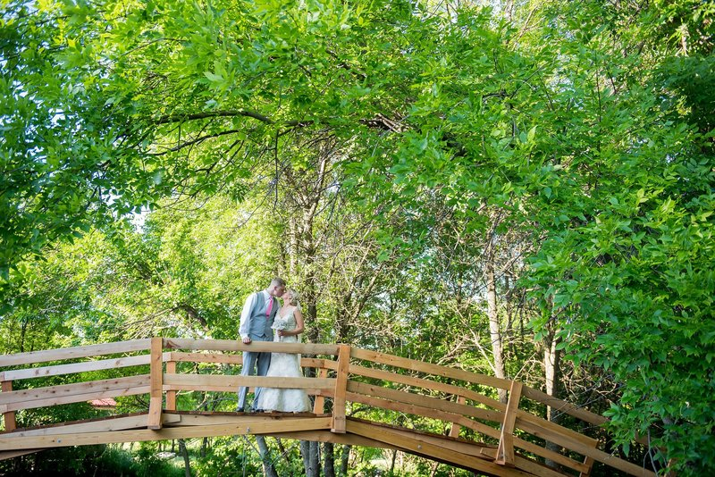 Romantic Moon Event Center Wedding Photographed by Kris Kandel fargo photography (4)