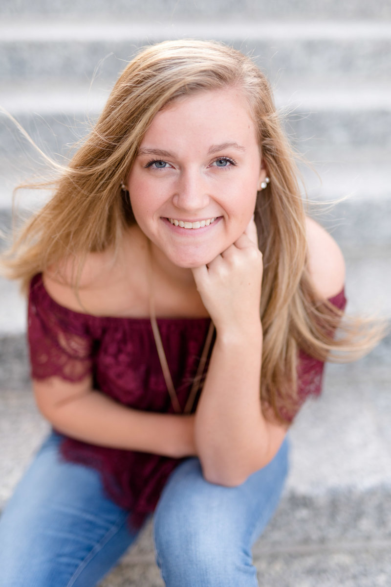 Indianapolis-Senior-Pictures-on-Stairs