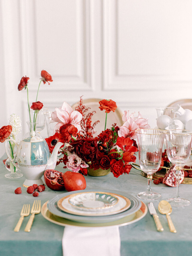 max-owens-design-red-centerpiece-flowers