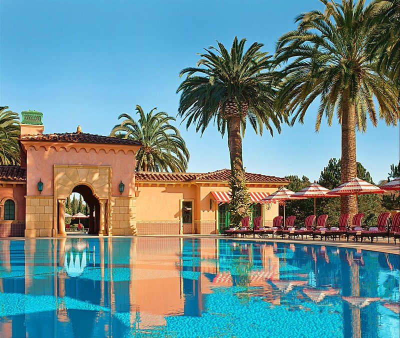 Resort Pool_479039_med