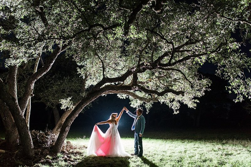 Intimate wedding in Utopia Texas Hill Country Wedding Venue photos by Allison Jeffers Photography_0065