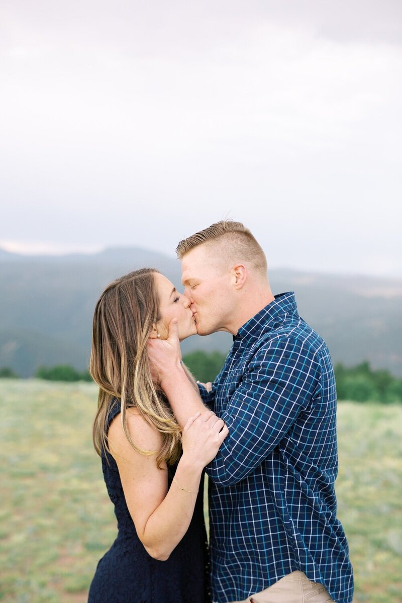 Playful Engagement with a Mountain View_0013