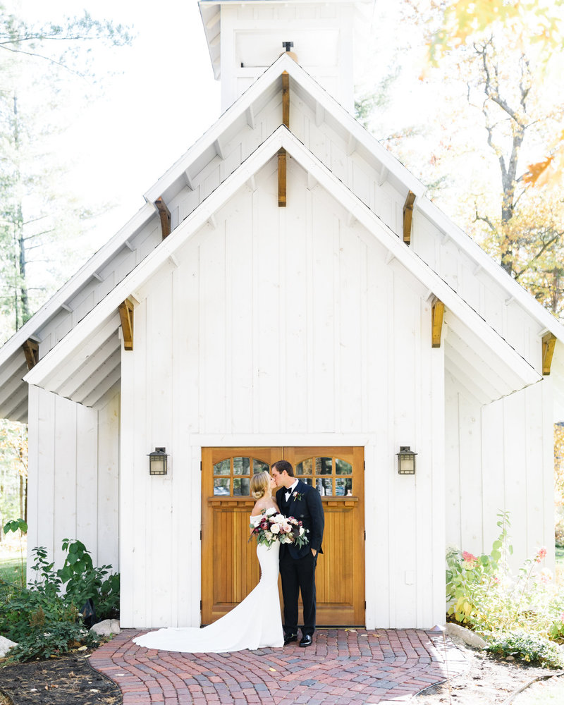 The-Grand-View-Lodge-Chapel-Wedding-Bride-and-Groom
