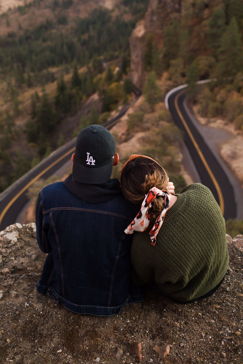 couple looking out over rowena crest in oregon