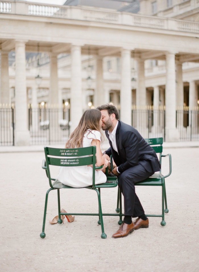 palais-royal-paris-engagement-photographer-jeanni-dunagan-26