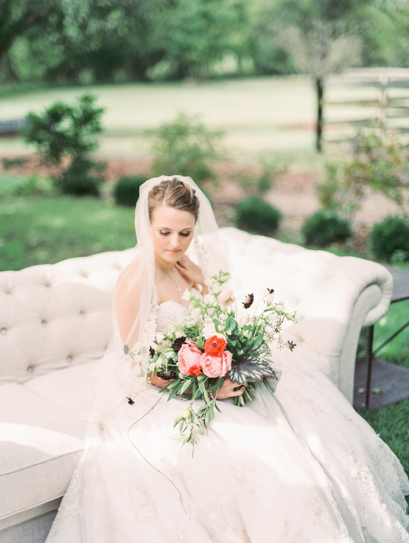 Jordan-and-Alaina-Photography-Nashville-Wedding-Photographer-long-hollow-gardens-getting-bride-4