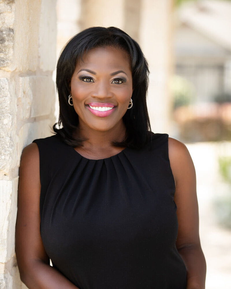 Austin_Corporate_Headshot_Woman_Outdoor_Smiling