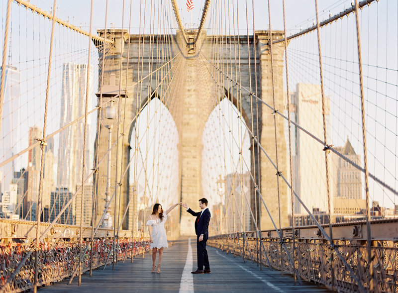 04-Brooklyn-Bridge-Engagement-Photos