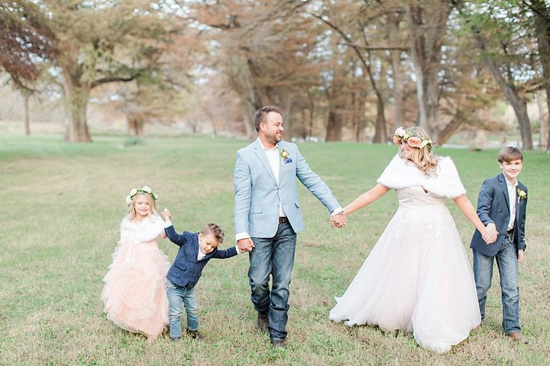 Intimate wedding in Utopia Texas Hill Country Wedding Venue photos by Allison Jeffers Photography_0045