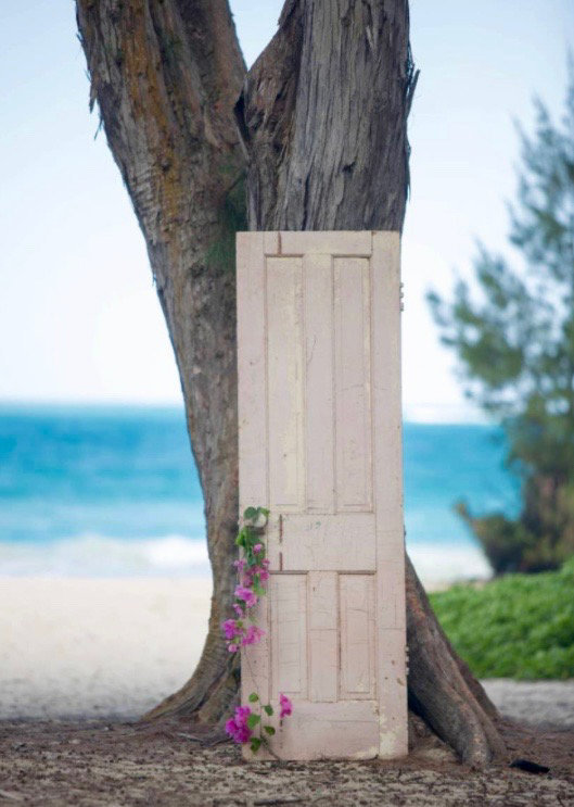 Vintage pink door-hawaii wedding rentals