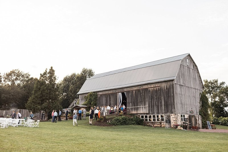 160_Midwest-Barn-Wedding-Venues-James-Stokes-Photography
