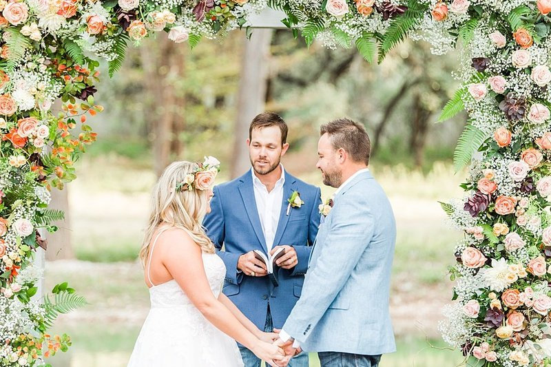 Intimate wedding in Utopia Texas Hill Country Wedding Venue photos by Allison Jeffers Photography_0033