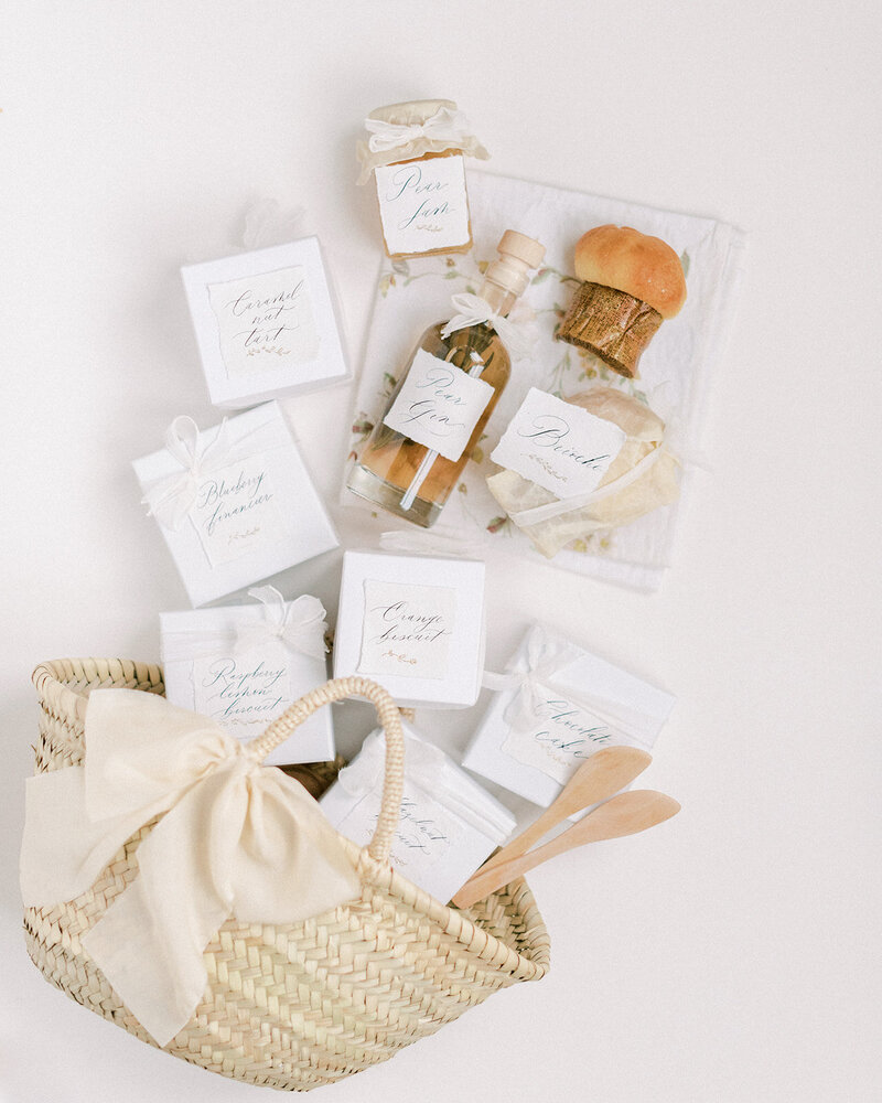 Wedding welcome basket with patisserie