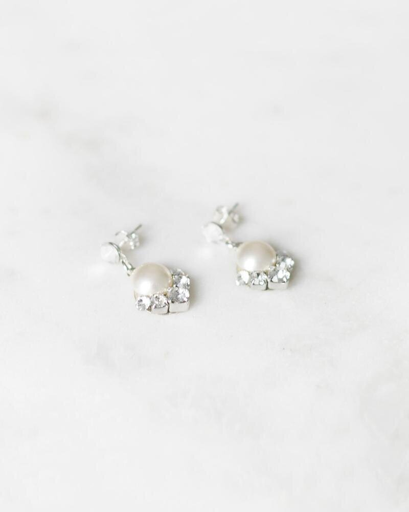 celestial-drop-earrings-pearl-cream-updated-2400-_1b_800x