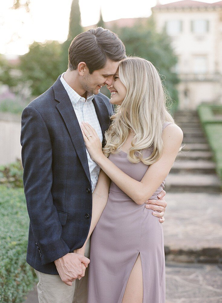 tulsa-wedding-photographer-engagement-session-at-the-philbrook-museum-laura-eddy-photography_0026