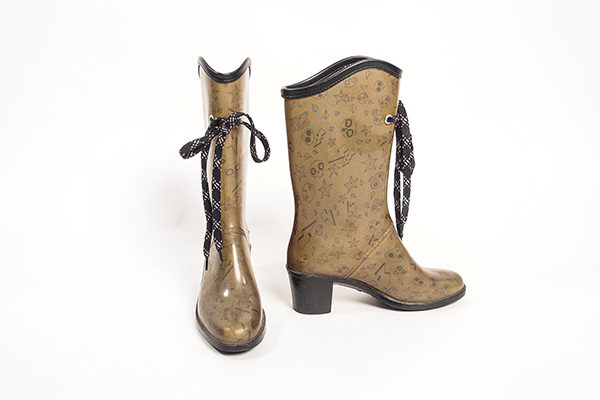 marc-by-marc-jacobs-patterned-green-rain-boot-heels-01