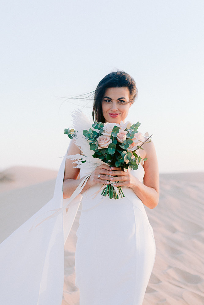 Wedding_photoshoot_in_the_desert_of_dubai_with breide_and_groom_editorial_bridal_shoot_gabriella_vanstern (40)