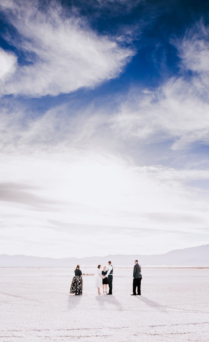desert-wedding-photos-las-vegas-dry-lake-bed-rh(12of77)