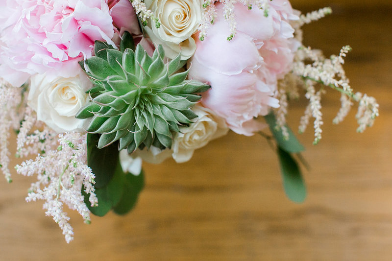 Wedding-Inspiration-Spring-Succulent-Bouquet-Pink-White-Photo-by-Uniquely-His-Photography02