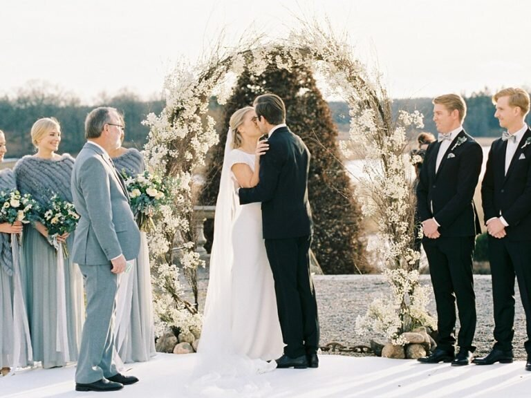 Outdoor-winter-wedding-Hedenlunda-Slott-Sweden-26-768x576