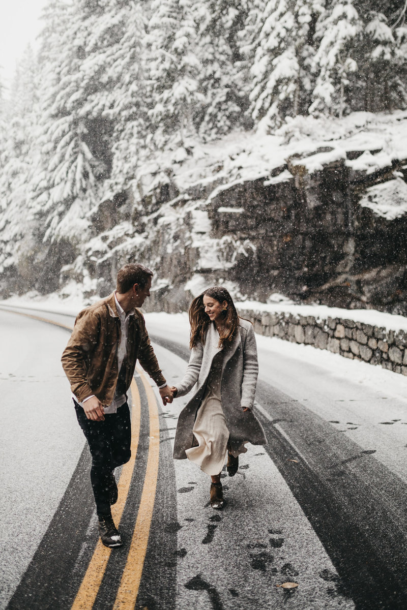 athena-and-camron-seattle-wedding-photographer-anna-gregory-woodman-mount-rainier-winter-wonderland-engagement-shoot27