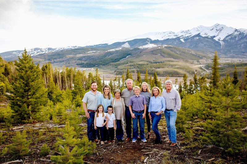 Extended family photography in the mountains with grandparents