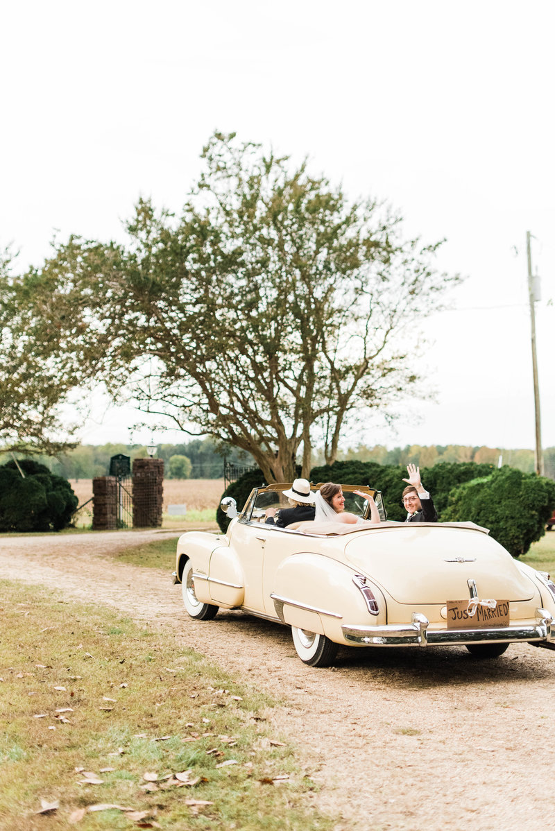 Juliette + Kevin-Upper-Shirley-Vinyards-Charles-City-Virginia-Wedding_Gabby Chapin Photography_00567