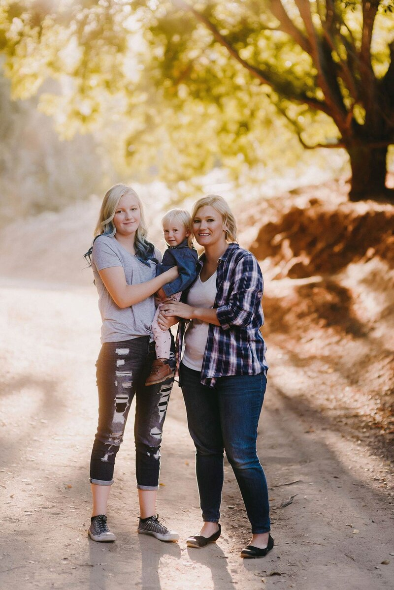 newborn photographer with family jeans casual