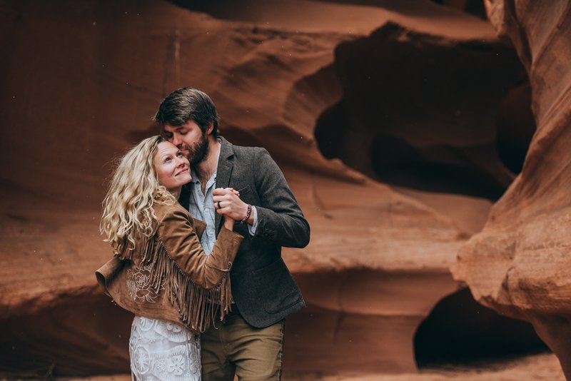 Elopement-First-Dance-Slot-Canyon