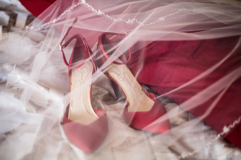 red shoes bride, vintage details wedding, wedding details