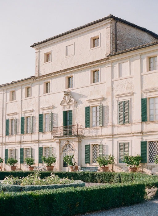 Molly-Carr-Photography-Paris-Film-Photographer-France-Wedding-Photographer-Europe-Destination-Wedding-Villa-Di-Geggiano-Siena-Tuscany-Italy-3