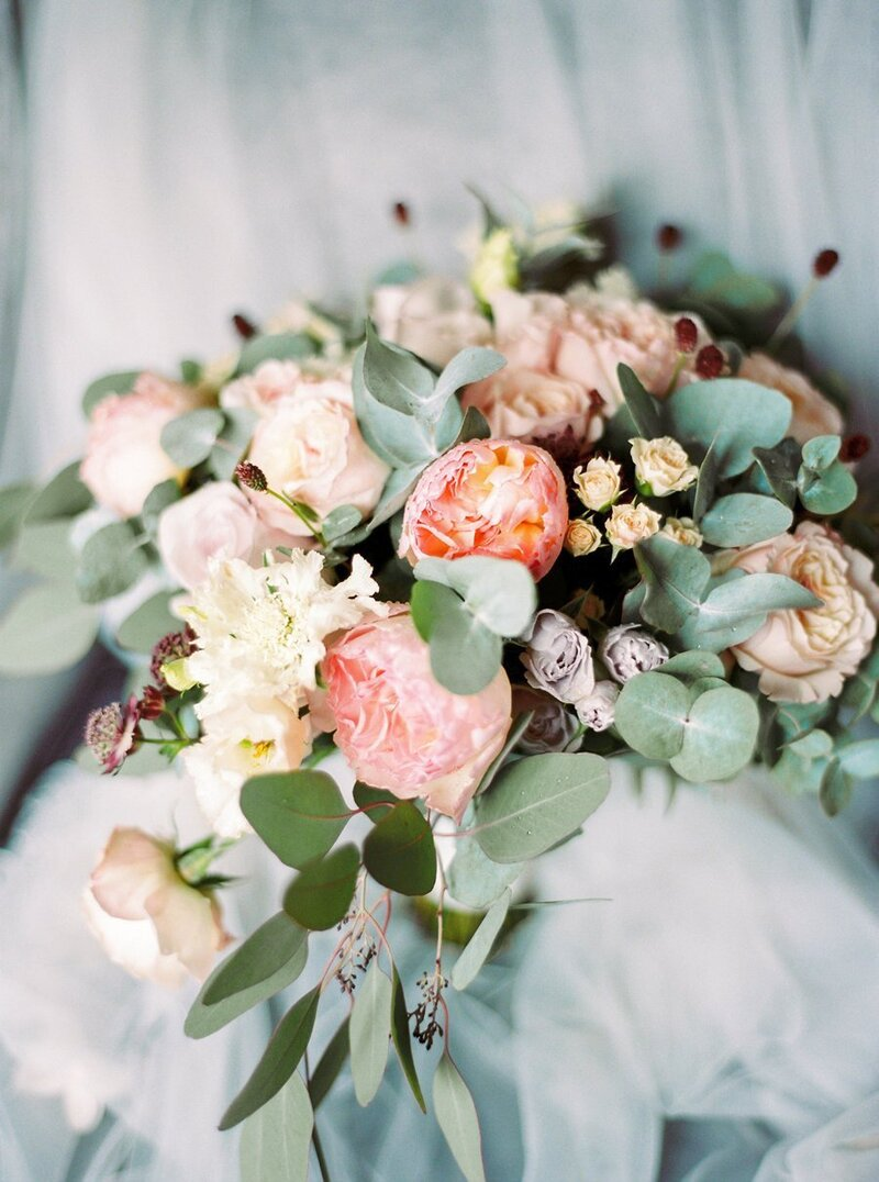 0005_Organic-bridal-bouquet-in-blush-garden-roses-and-eucalyptus-1