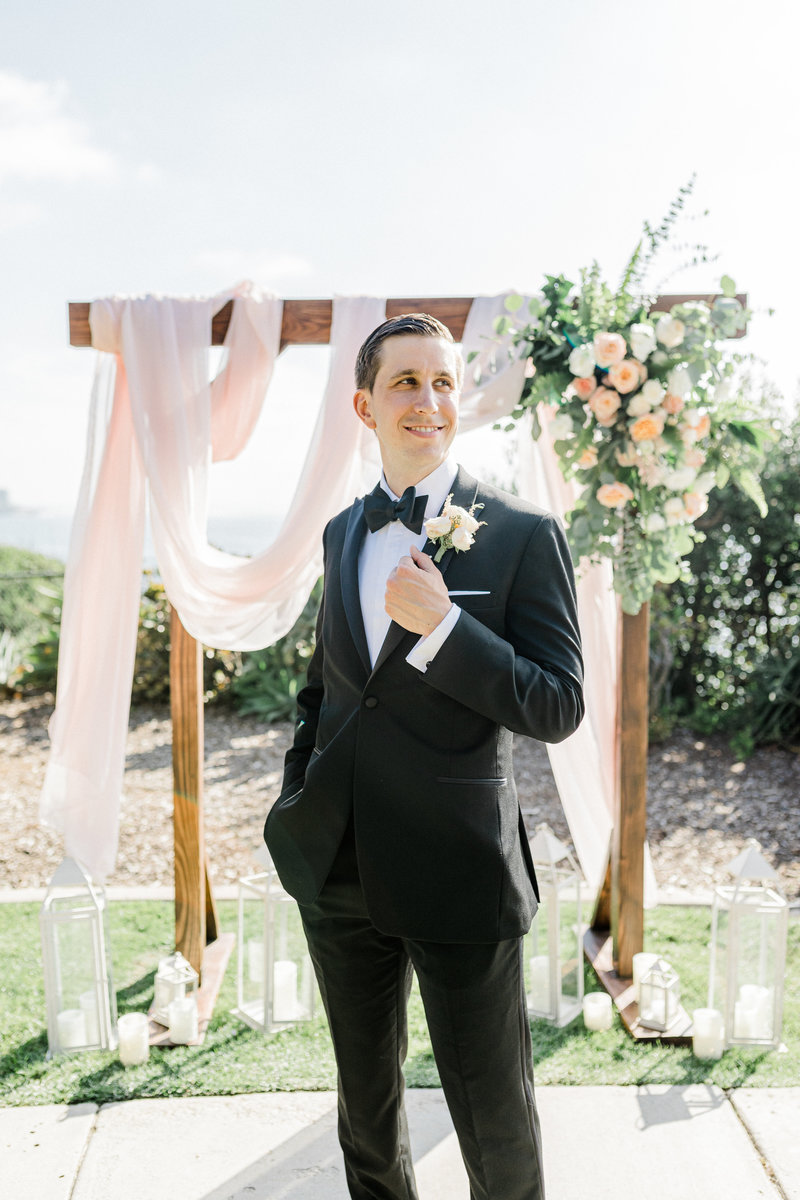 groom portraits at Martin Johnson House in San Diego